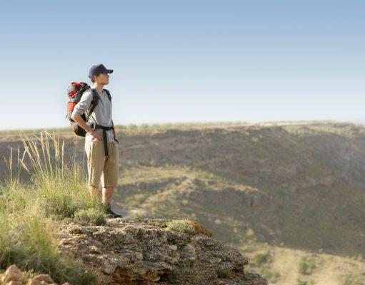 Mand rejser alene