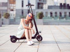 Kvinde med løbehjul